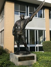 Statue of Captain Jeppesen